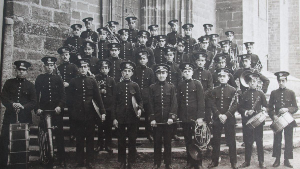 Imagen en blanco y negro de los integrantes de la banda de música de La Pamplonesa en el año 1925.