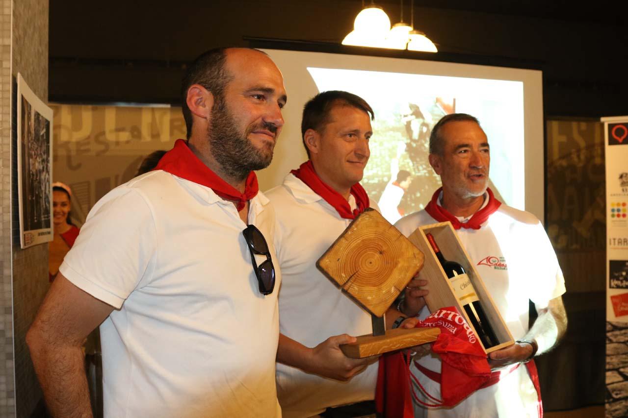 Xabier Aldaz, de la carpintería Hermanos Aldaz, junto a Fernando Pidal García, ganador de un premio especial del concurso.