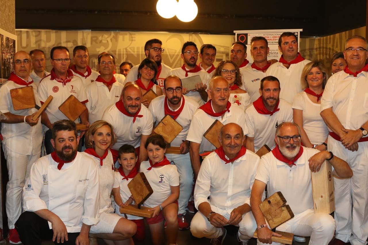 Foto de grupo de los galardonados en esta edición, junto a representantes institucionales y de las entidades patrocinadoras. Fotografías cedidas por David González del Campo.