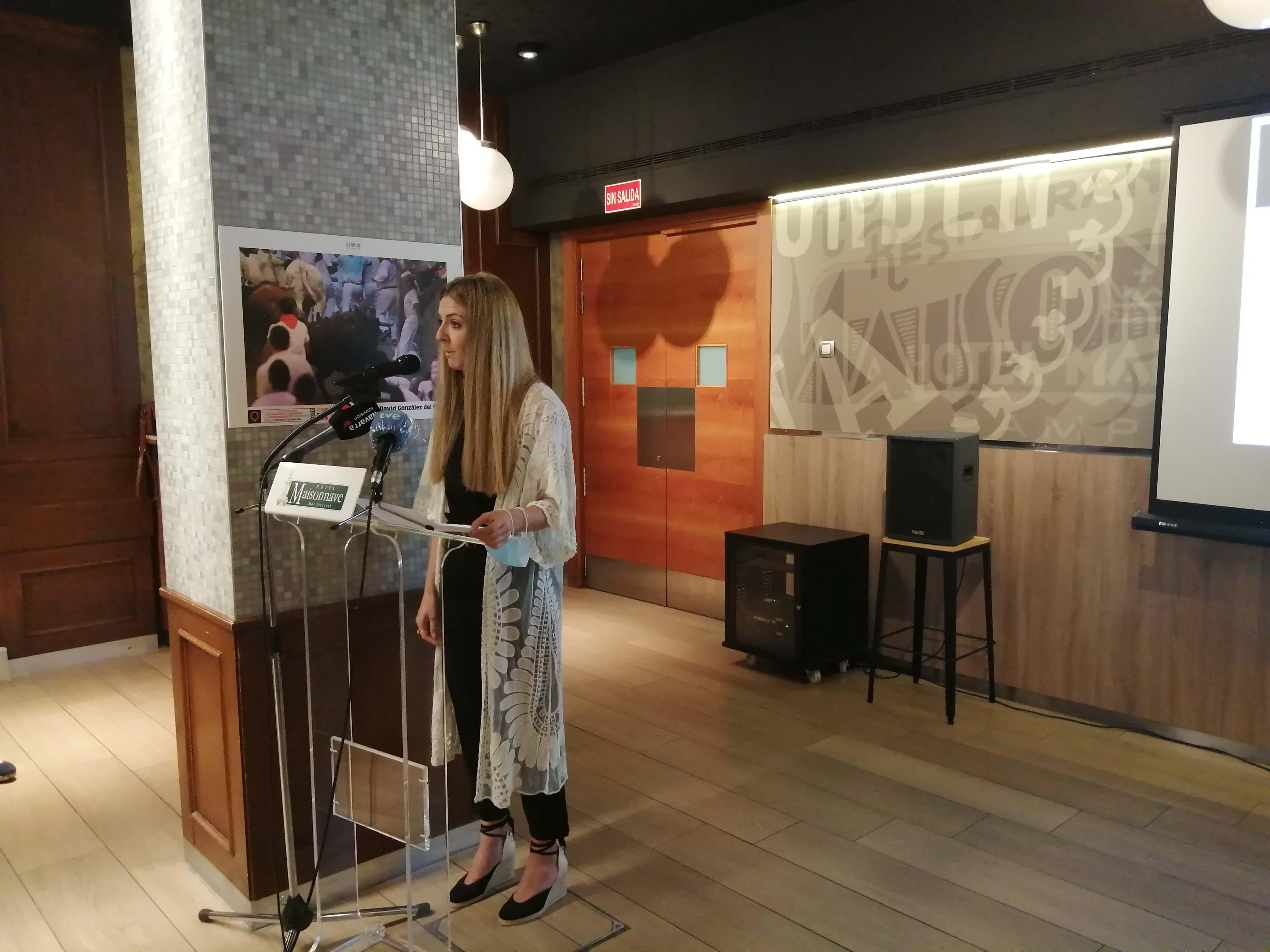 Cristina Mancebo, de la junta directiva de la APN, presentó el acto de la entrega de premios.